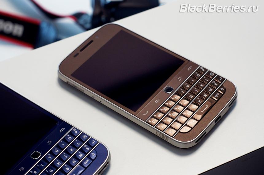 BlackBerry-Classic-White-Blue-Bronze-02