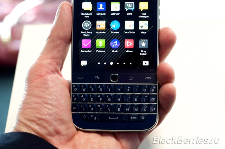 BlackBerry-Classic-White-Blue-Bronze-03